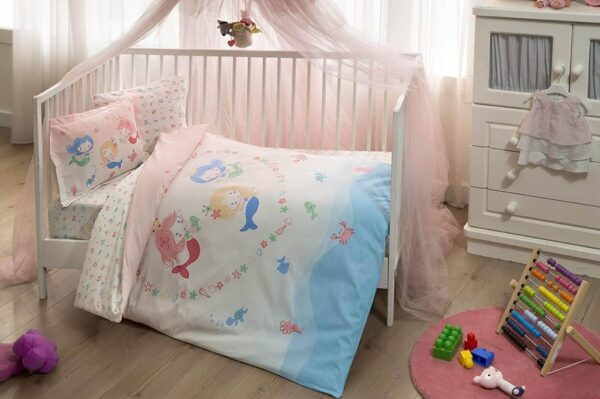 komplekt-postelnogo-belja-v-krovatku-tac-mermaid-pink-ranfors